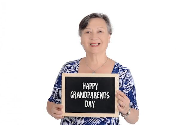 Ältere frau, die tafel mit text hält Premium Fotos