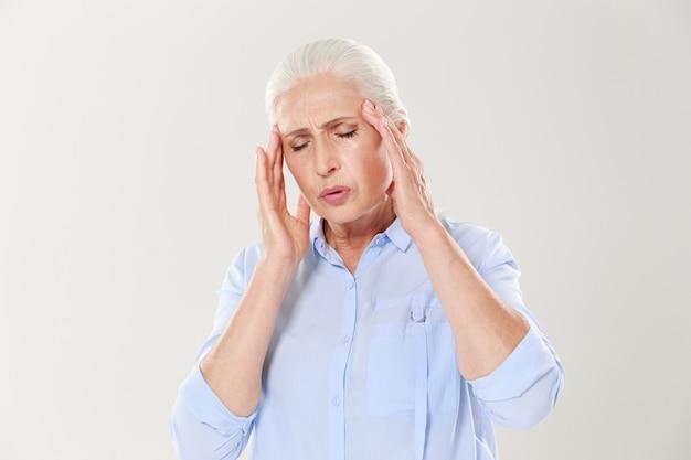 Ältere frau mit kopfschmerzen Kostenlose Fotos