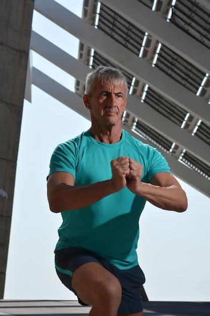 Älterer mann beim sport Premium Fotos