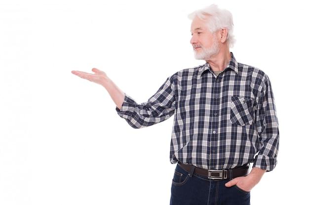 Älterer mann zeigt auf etwas Kostenlose Fotos