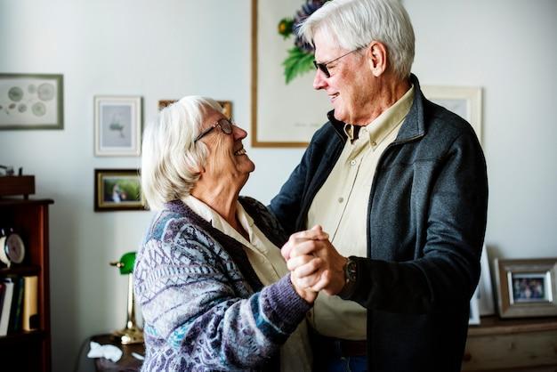 Älteres paartanzen Premium Fotos