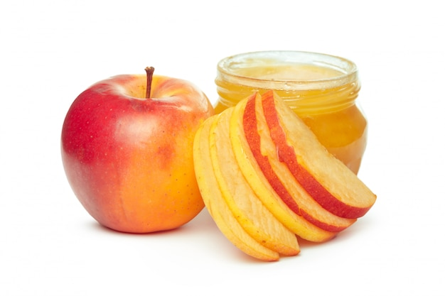 Äpfel und honigglas für den jüdischen feiertag des neuen jahres lokalisiert auf weiß Premium Fotos