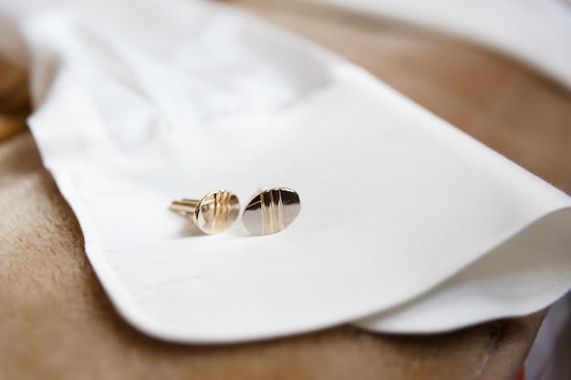 Ärmel weißes herrenhemd Premium Fotos