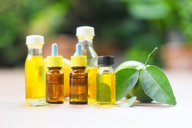 Ätherische öle - aromatherapie kräuterölflaschen aroma mit formulierungen limone zitrone kräuter und natur Premium Fotos
