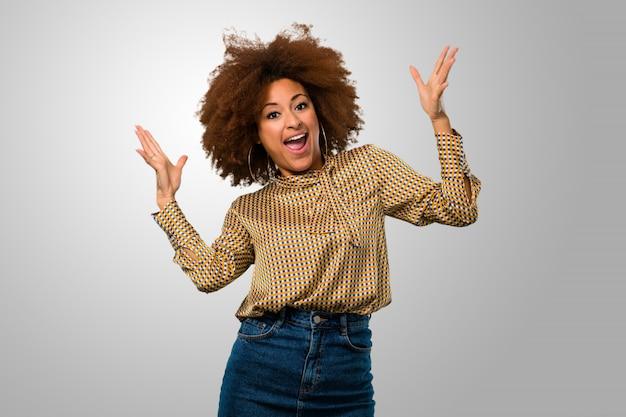 Afro frau überrascht Premium Fotos