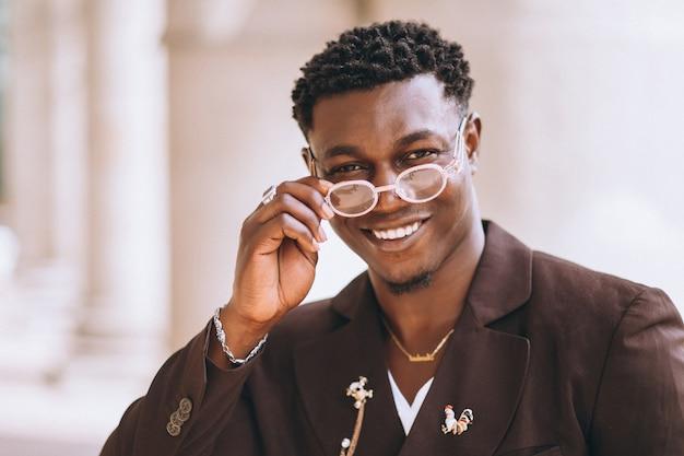 Afroamerikanergeschäftsmann in der klage Kostenlose Fotos