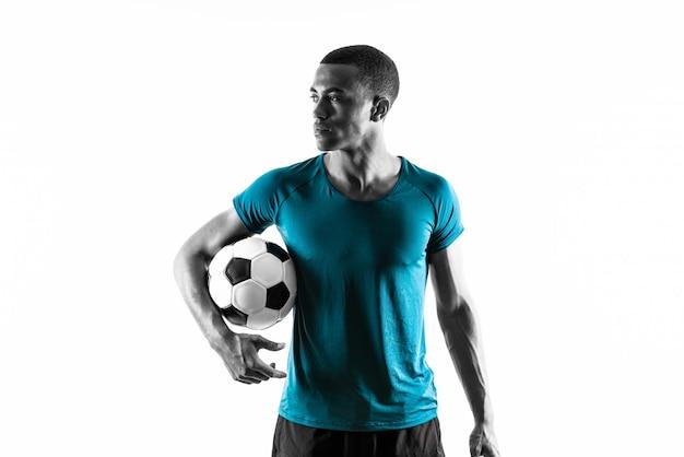 Afroamerikanischer fußballspielermann über lokalisiertem weißem hintergrund Premium Fotos