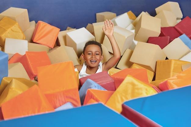 Aktivitäts-, freuden-, spaß-, glücks- und erholungskonzept. Kostenlose Fotos
