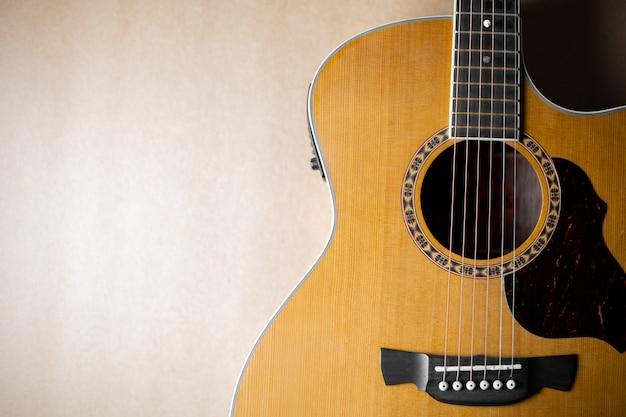 Akustikgitarre, die klassisch und schön ist Premium Fotos