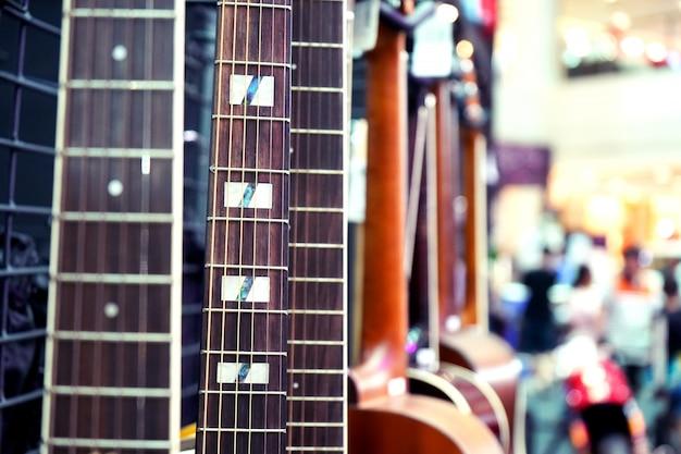Akustikgitarrenahaufnahme mit kopienraumnahaufnahme Premium Fotos