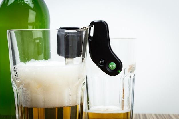 Alkohol und autoschlüssel Premium Fotos
