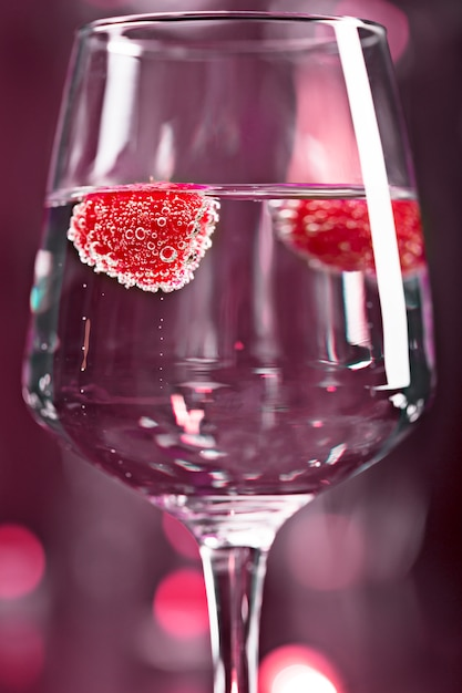 Alkoholcocktail mit himbeere Premium Fotos