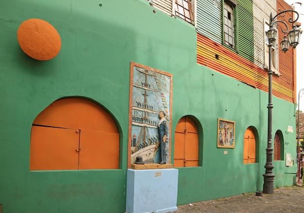 Altbau auf caminito-gasse der la boca-nachbarschaft, buenos aires, argentinien Premium Fotos