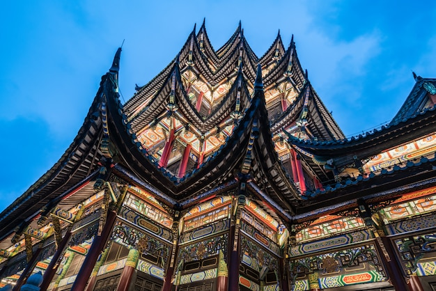 Alte architekturtempelpagode im park, chongqing, china Premium Fotos
