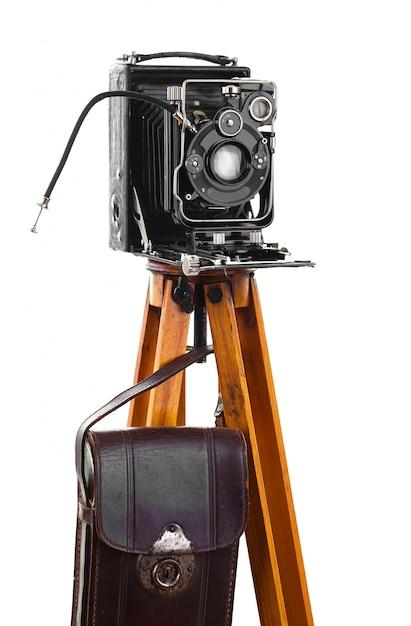 Alte mechanische fotokamera auf weißem hintergrund Premium Fotos