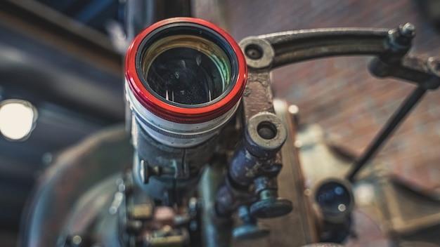 Alte rostige kamera mit stativ Premium Fotos