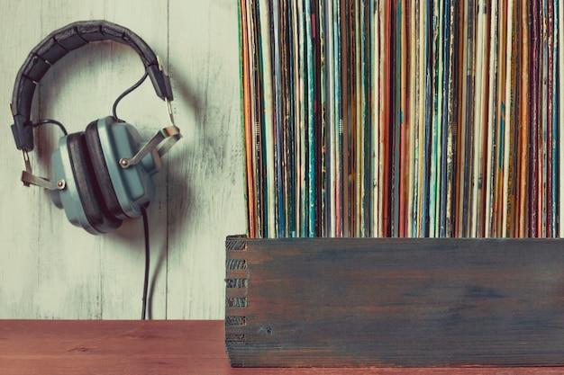Alte schallplatten und kopfhörer Premium Fotos