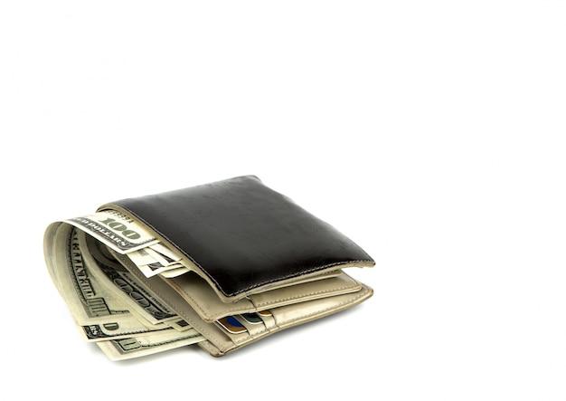 Alte schwarze geldbörse mit dollar isoliert auf weißem hintergrund Kostenlose Fotos