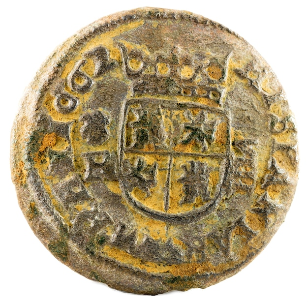 Alte spanische kupfermünze von könig felipe iv Premium Fotos