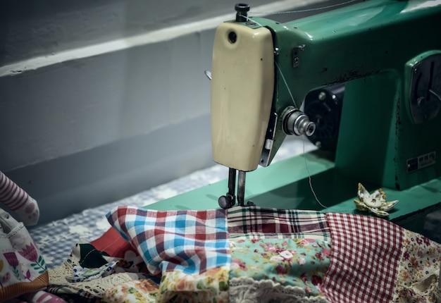 Alte Vintage Hand Nähmaschine. Selektiver Fokus   Download der ...