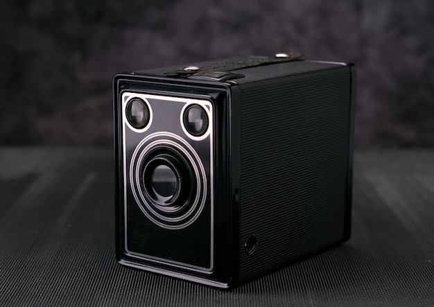 Alte weinlesefilm 36mm fotokamera, lebensstilgedächtnis. nehmen sie bilder mit einem manuellen objektivverlauf auf. Premium Fotos