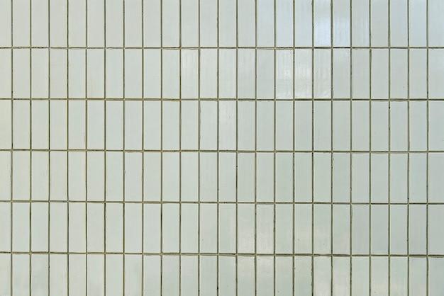 Alte weiße fliesenwand-hintergrundbeschaffenheit Premium Fotos