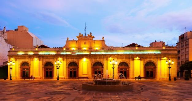 Alten markt in der plaza mayor in der nacht. castellon de la plana Kostenlose Fotos