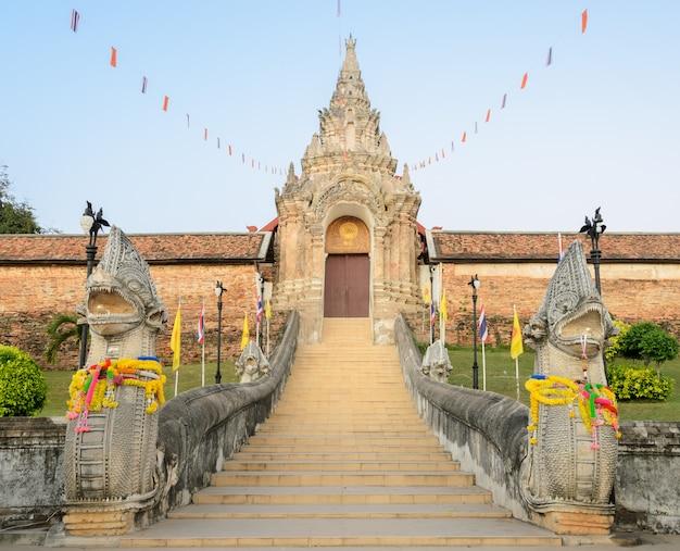 Alter tempel von wat phra that lampang luang in thailand Premium Fotos