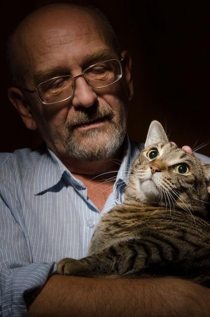 Single mann mit katze