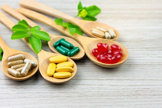 Alternative kräutermedizin, vitamin und nahrungsergänzungsmittel aus der natur Premium Fotos