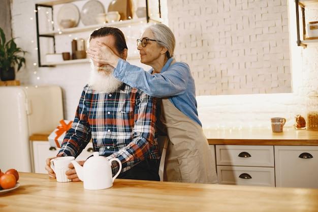 Alters- und personenkonzept Kostenlose Fotos
