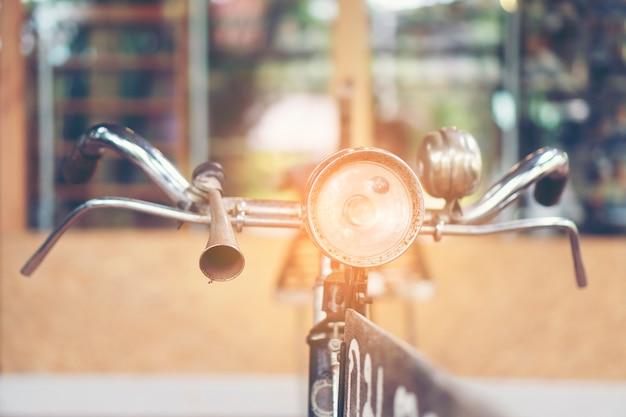 Altes fahrrad im weinlesefilterbild Premium Fotos