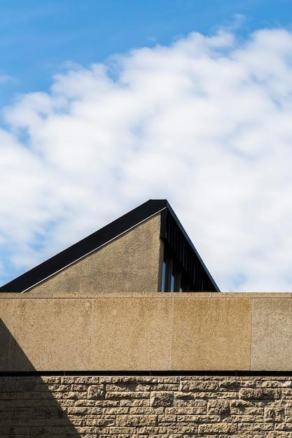 Altes steingebäude mit blauem himmel Kostenlose Fotos