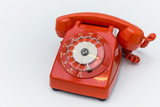 Altmodisches rotes drehtelefon Premium Fotos
