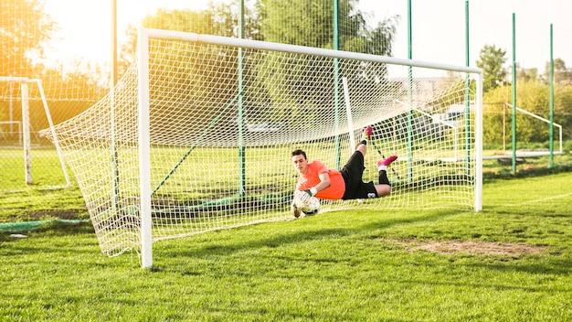 Amateurfußballkonzept mit torhüter Kostenlose Fotos