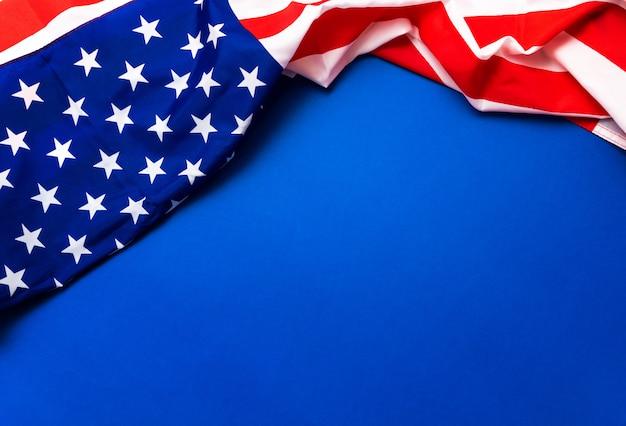 Amerikanische flagge auf blauem hintergrund für memorial day Premium Fotos