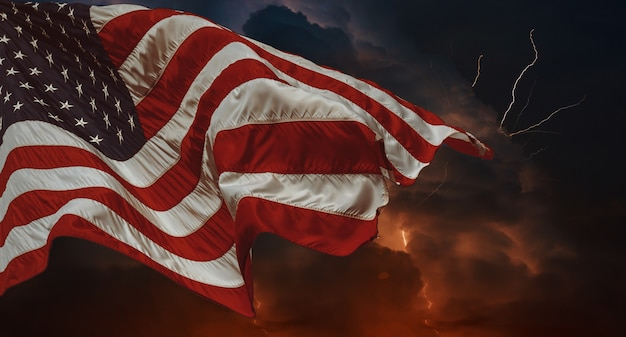Amerikanische flagge im wind wehende gewitter mit blitz mehrere blitzgabeln durchbohren den nachthimmel Premium Fotos