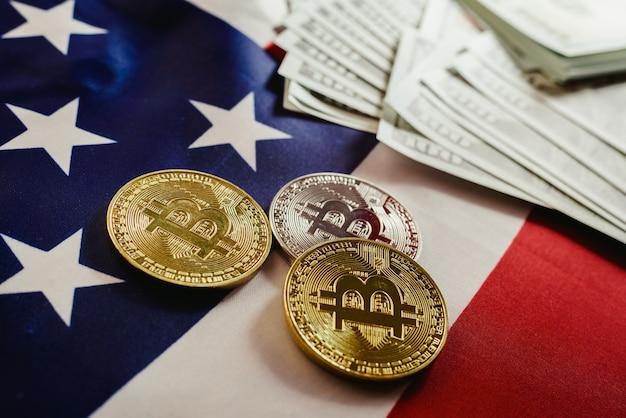 Amerikanische flagge und zwei echte bitcoin-münzen, new economy im internet. Premium Fotos