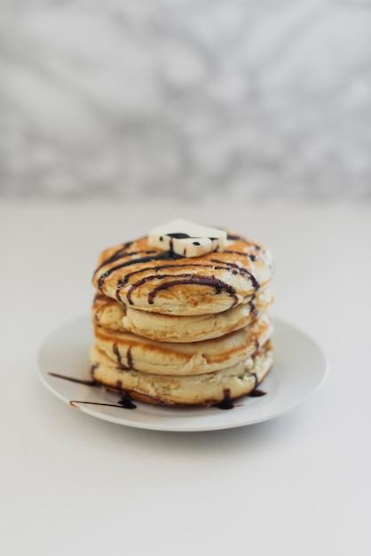 Amerikanische köstliche pfannkuchen der vorderansicht Kostenlose Fotos