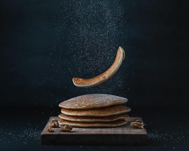 Amerikanische pfannkuchen oder crepes zum frühstück Kostenlose Fotos