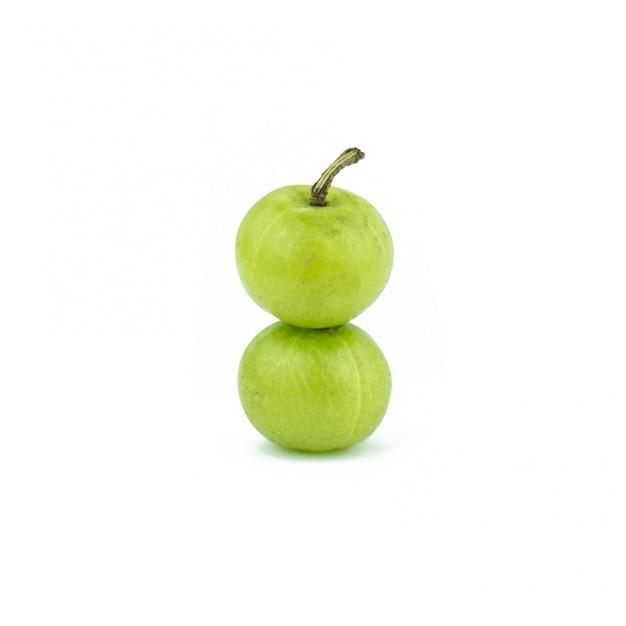 Amla grüne früchte getrennt auf weiß Premium Fotos