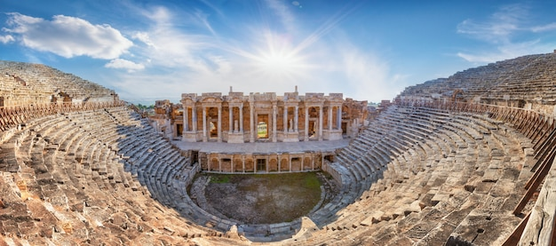 Amphitheater in der antiken stadt hierapolis am nachmittag Premium Fotos