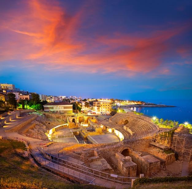Amphitheater von tarragona bei sonnenuntergang in katalonien Premium Fotos