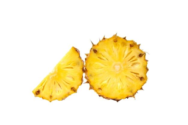 Ananasscheibe auf weißem hintergrund Premium Fotos