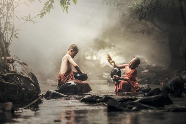 Anfänger mönch in thailand Premium Fotos