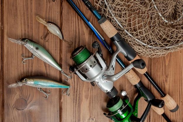 Angelausrüstung - angeln, spinnen, haken und köder Premium Fotos
