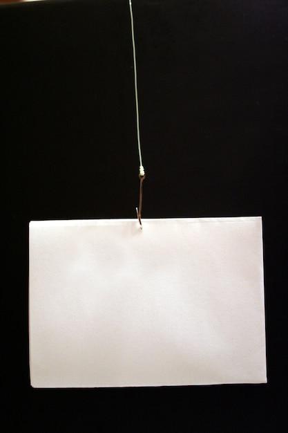 Angelhaken mit draht und karte Premium Fotos