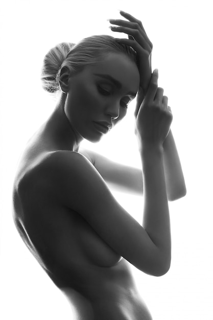 nackte weibliche kunst model posing