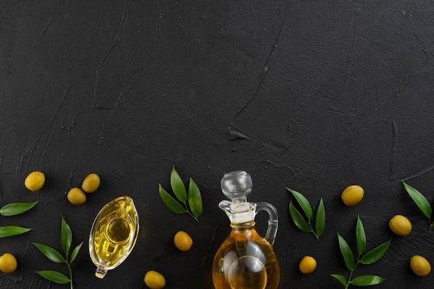 Anordnung für blätter von den oliven mit exemplarplatz Kostenlose Fotos
