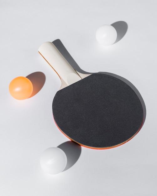 Anordnung für tischtennisschläger und bälle Kostenlose Fotos